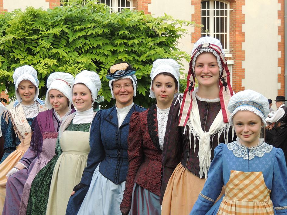dames costumees GENTIANES 3
